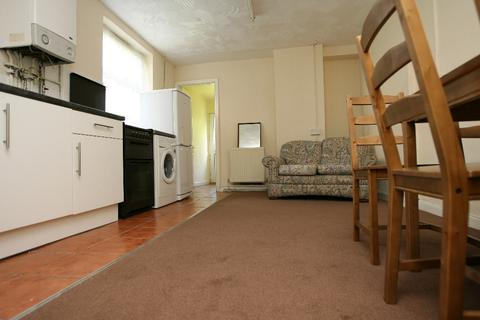 2 bedroom flat share to rent - Gordon Road, Roath, Cardiff