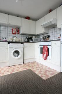 2 bedroom flat share to rent - Malborough Road, Penylan, Cardiff