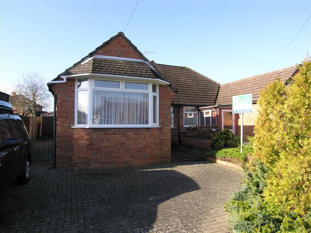 2 Bedrooms Semi Detached Bungalow for sale in Woodlands Road, Warden Hill, Cheltenham, GL51