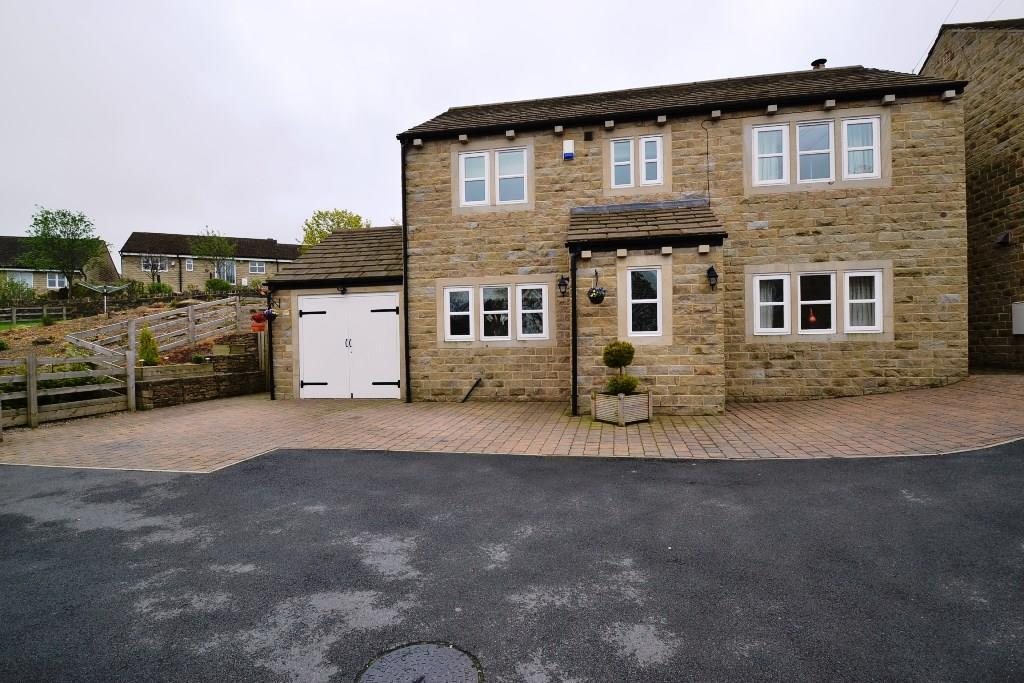 4 Bedrooms Detached House for sale in Little Cote Farm Close, Thackley, Bradford, BD10 8JG