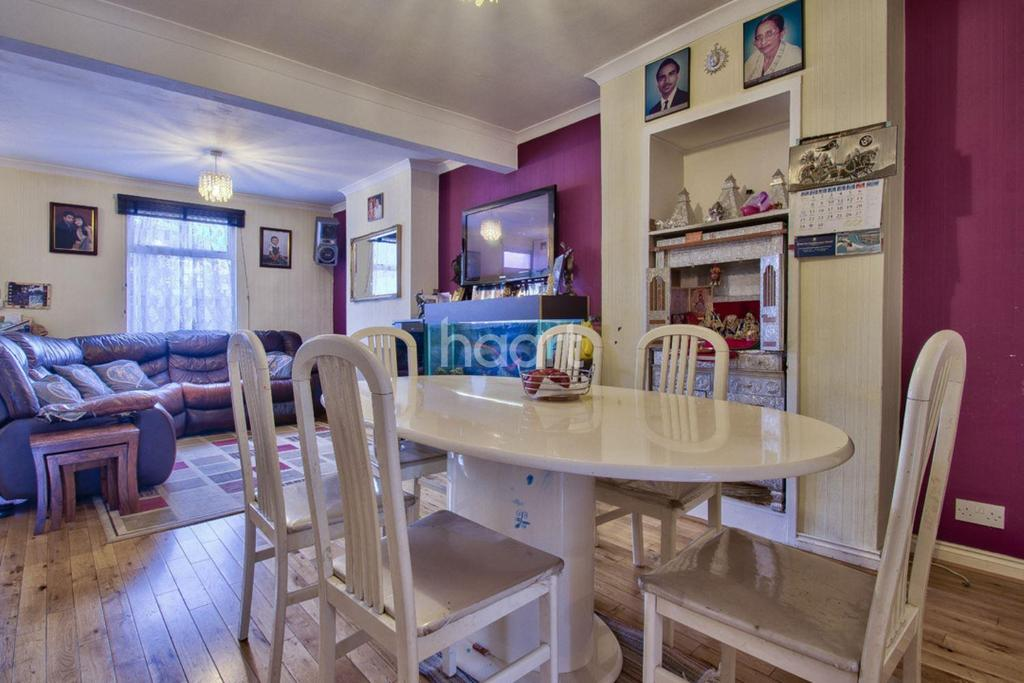 2 Bedrooms Terraced House for sale in Pymmes Road, Palmers Green, N13