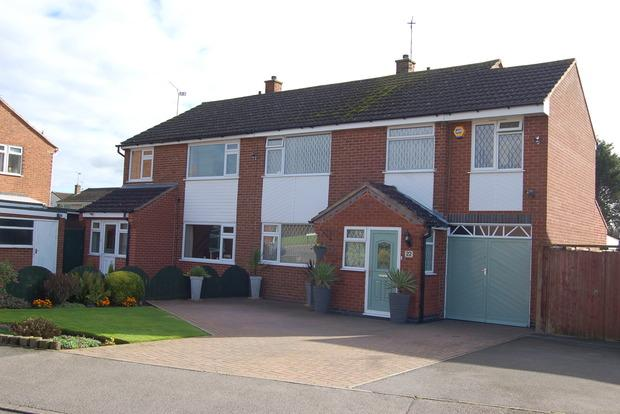 4 Bedrooms Semi Detached House for sale in Amesbury Road, Wigston, Leicester, LE18