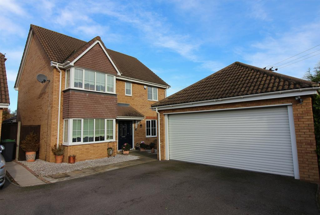 4 Bedrooms Detached House for sale in The Railway, Henlow, Bedfordshire