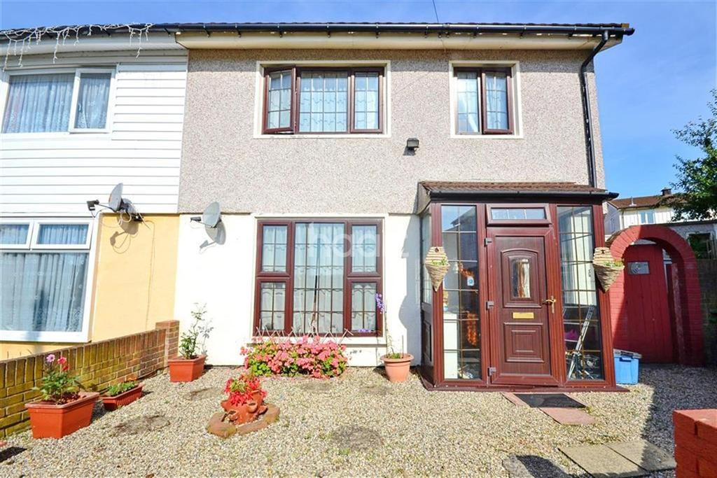 3 Bedrooms Semi Detached House for sale in Bearing Close, Chigwell