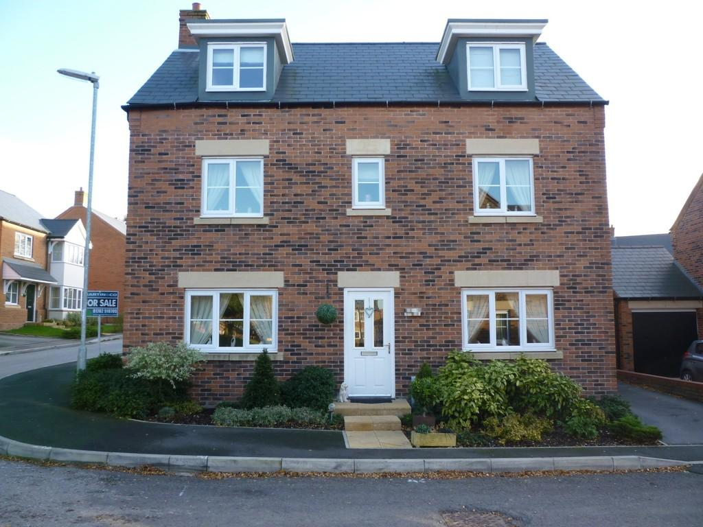 5 Bedrooms Detached House for sale in Davos Drive, Biddulph, Stoke On Trent