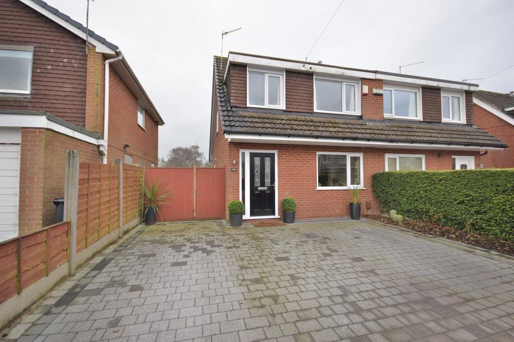 3 Bedrooms Semi Detached House for sale in Swan Close, Poynton