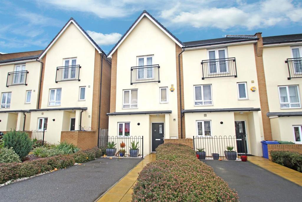 4 Bedrooms End Of Terrace House for sale in The Rookery, Grays, RM20