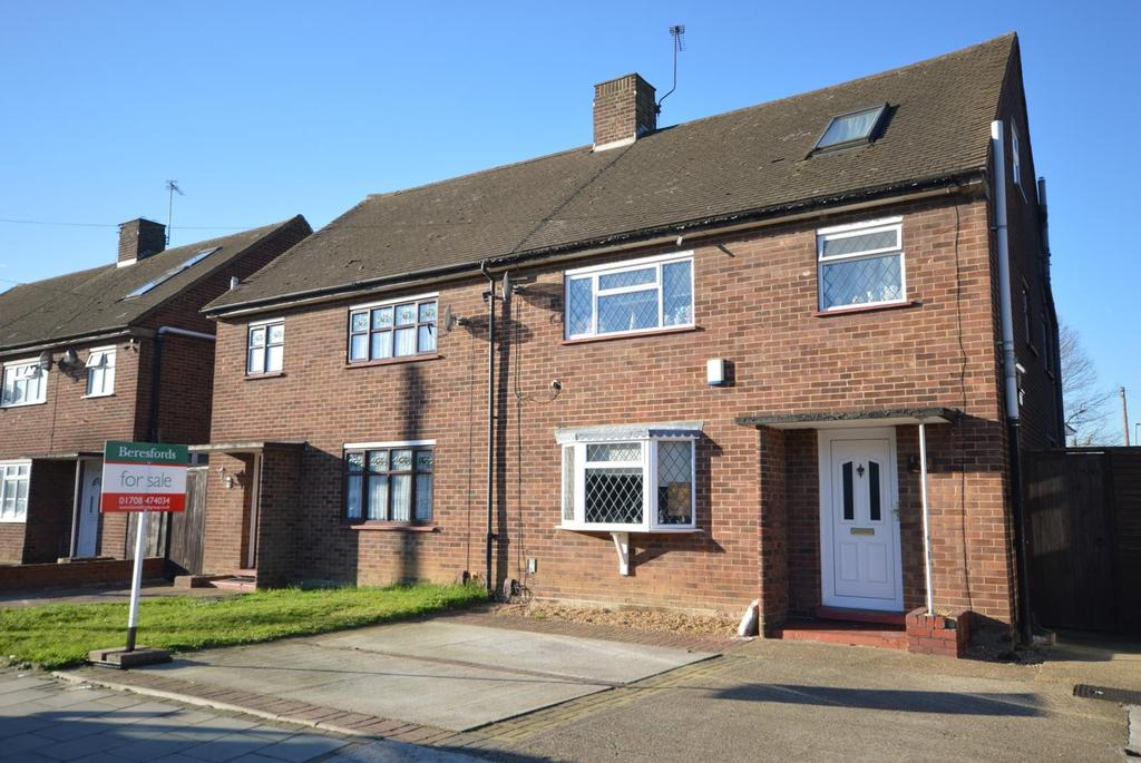 4 Bedrooms Semi Detached House for sale in Mungo Park Road, Rainham, Essex, RM13