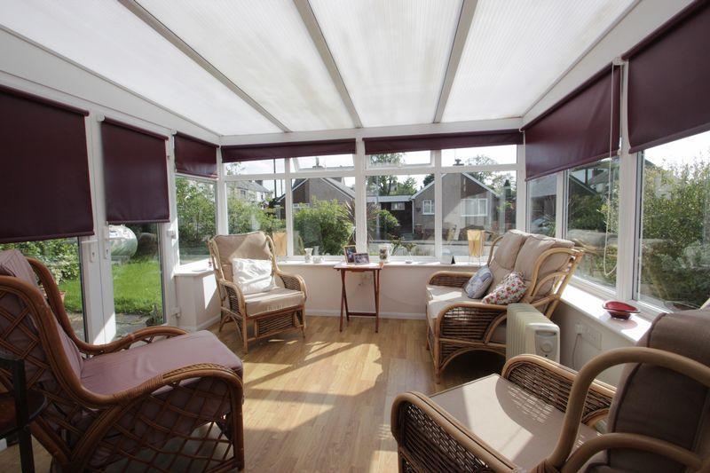 2 Bedrooms Detached House for sale in Caeathro, Gwynedd