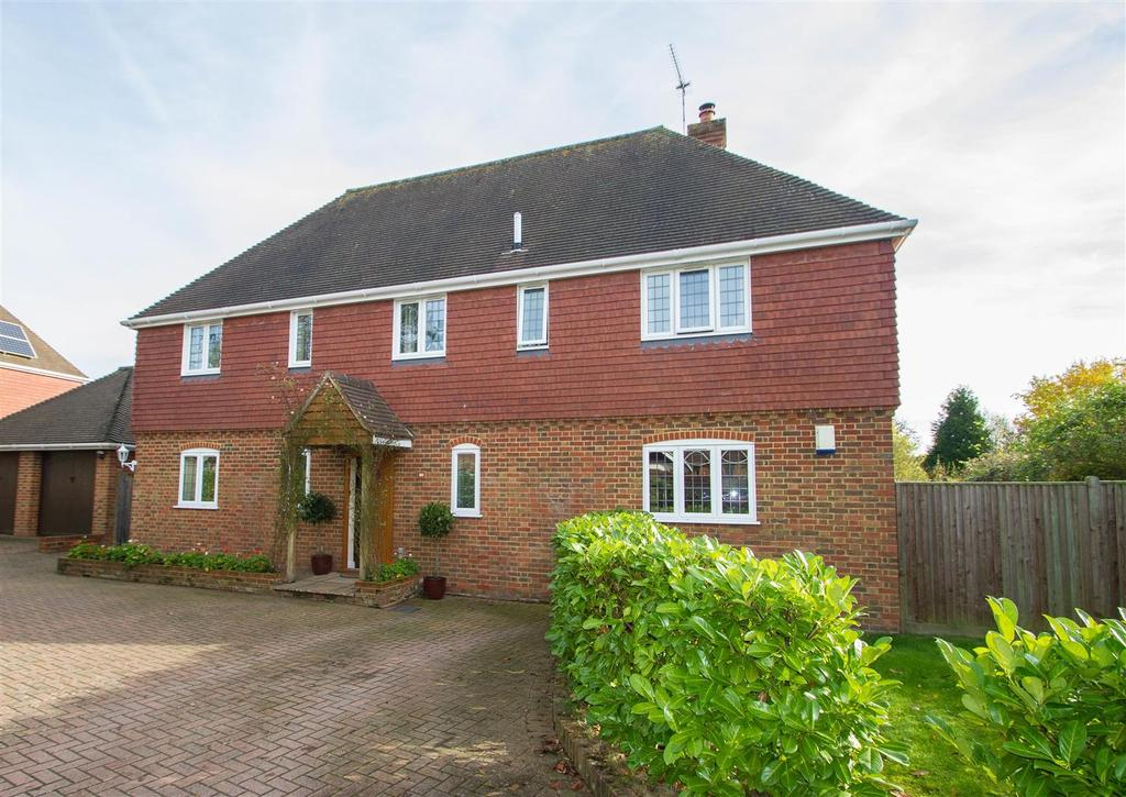 5 Bedrooms Detached House for sale in Tilefields Close, Hollingbourne, Maidstone