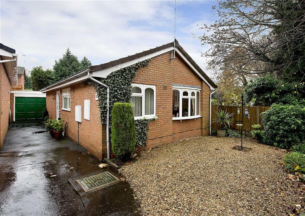 2 Bedrooms Detached Bungalow for sale in 53, Avenue Road, Compton, Wolverhampton, West Midlands, WV3