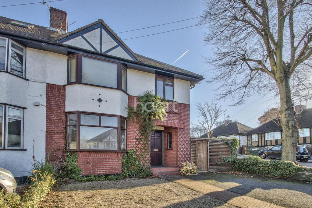 3 Bedrooms Semi Detached House for sale in Selbourne Gardens, NW4