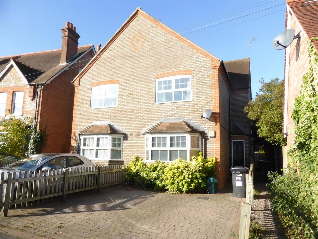 3 Bedrooms Semi Detached House for sale in Horseshoe Road, Pangbourne,