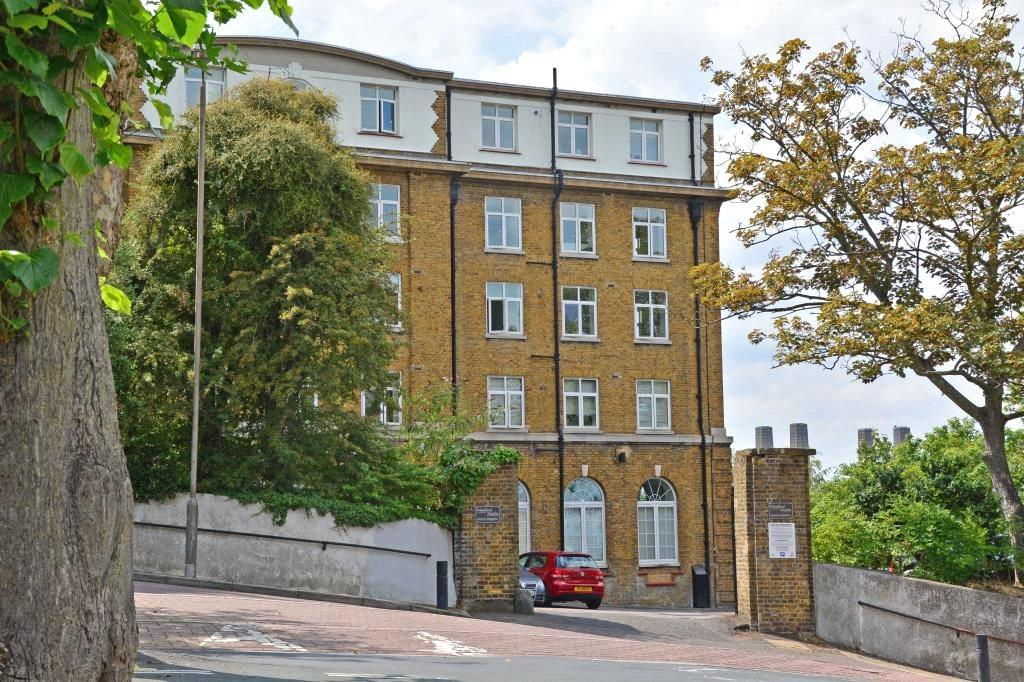 2 Bedrooms Flat for sale in Woodlands Heights, Blackheath, London, SE3