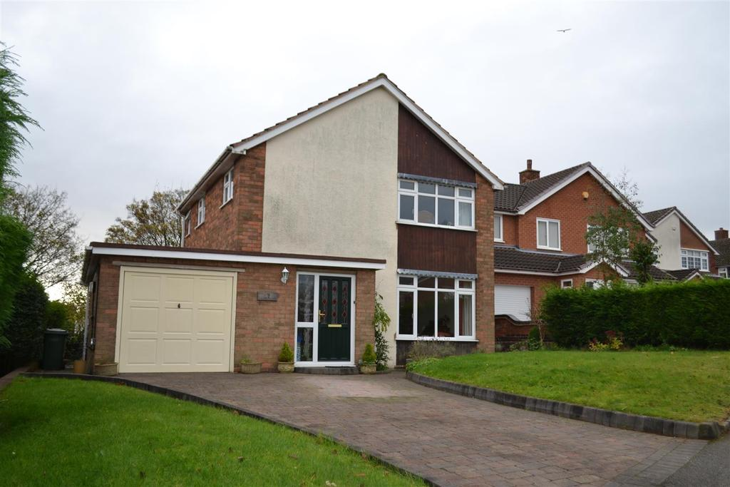 3 Bedrooms House for sale in Pennine Drive, Cannock