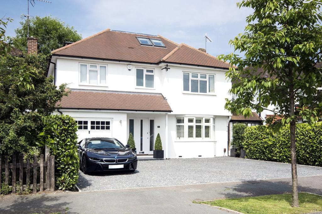 5 Bedrooms Detached House for sale in West End Gardens, Esher, Surrey, KT10