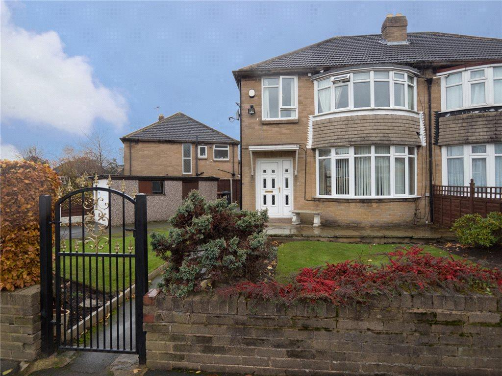 3 Bedrooms Semi Detached House for sale in Carr Manor View, Leeds, West Yorkshire
