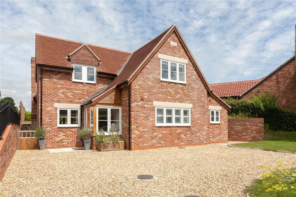 3 Bedrooms Detached House for sale in Marlborough Road, Burbage, Marlborough, Wiltshire, SN8