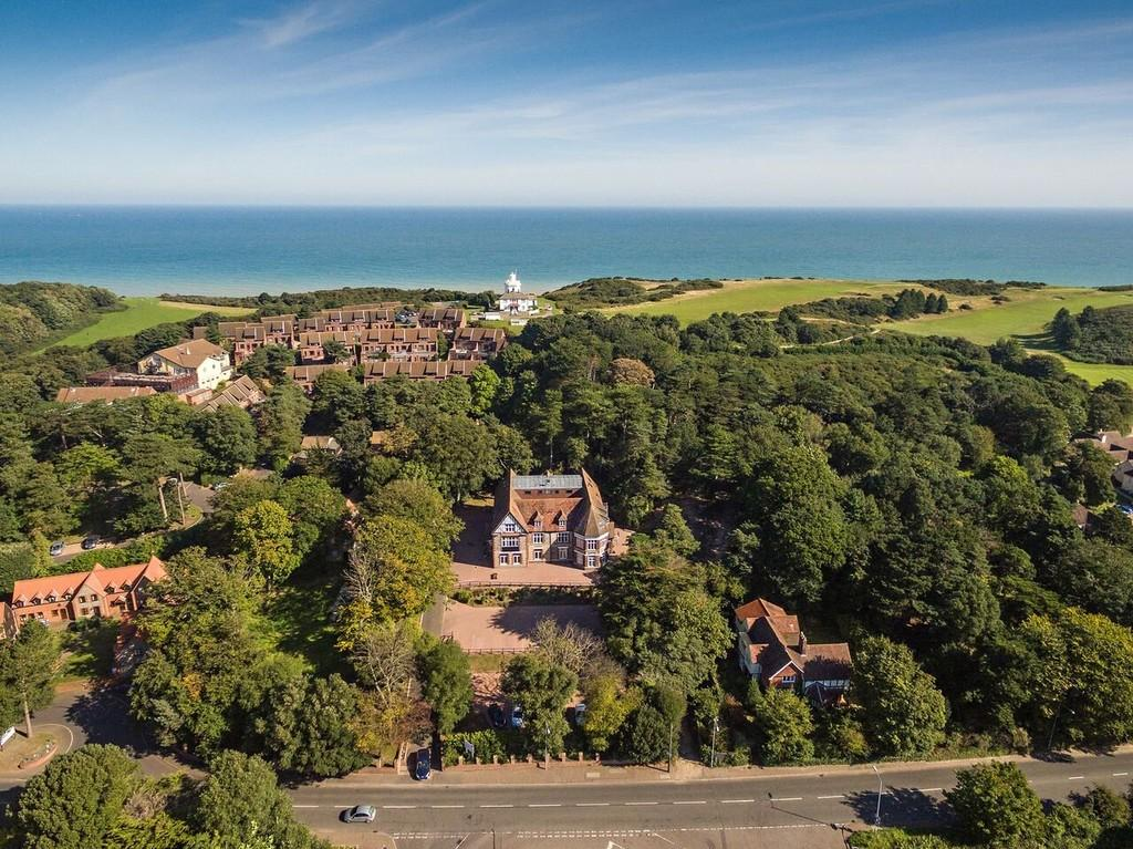 2 Bedrooms Apartment Flat for sale in Overstrand Views, Overstrand Road, Cromer