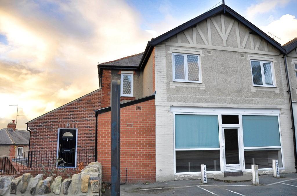 4 Bedrooms Semi Detached House for sale in BUCKS COURT, KESWICK LANE, BARDSEY, LS17 9AQ