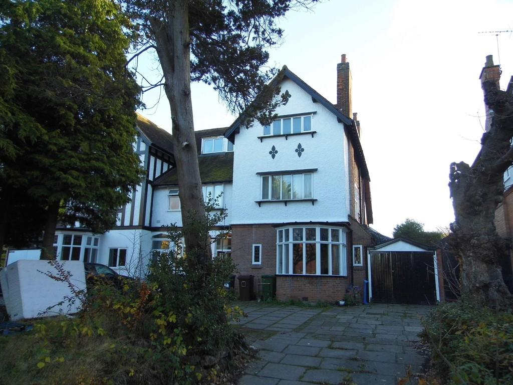 7 Bedrooms Semi Detached House for sale in Kineton Green Road, Solihull