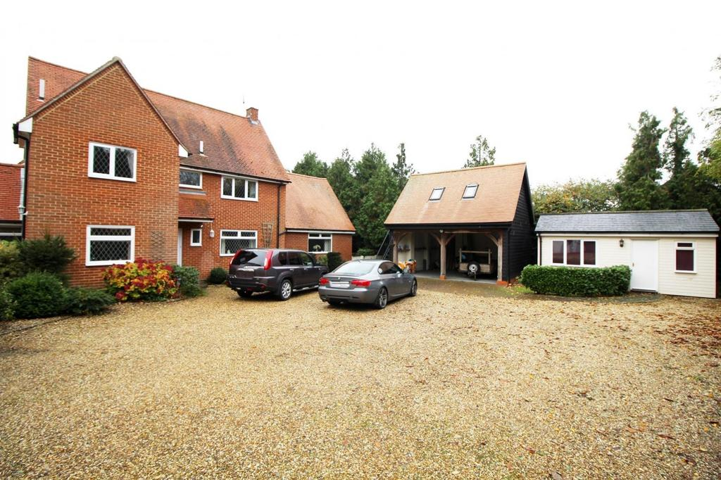 4 Bedrooms Detached House for sale in Halstead Road, Earls Colne, Colchester, CO6