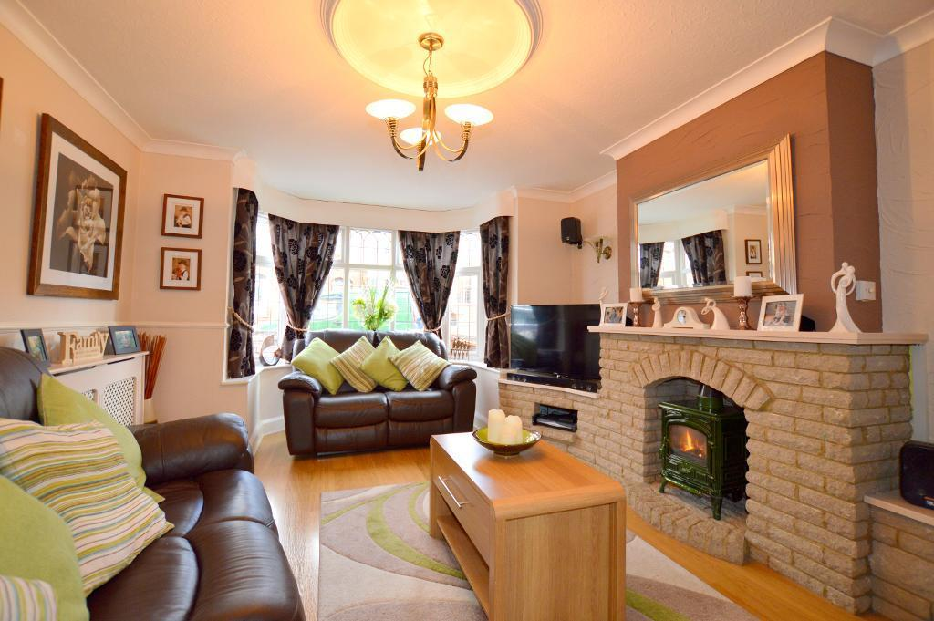 4 Bedrooms Semi Detached House for sale in Culverhouse Road, Luton, LU3 1PY