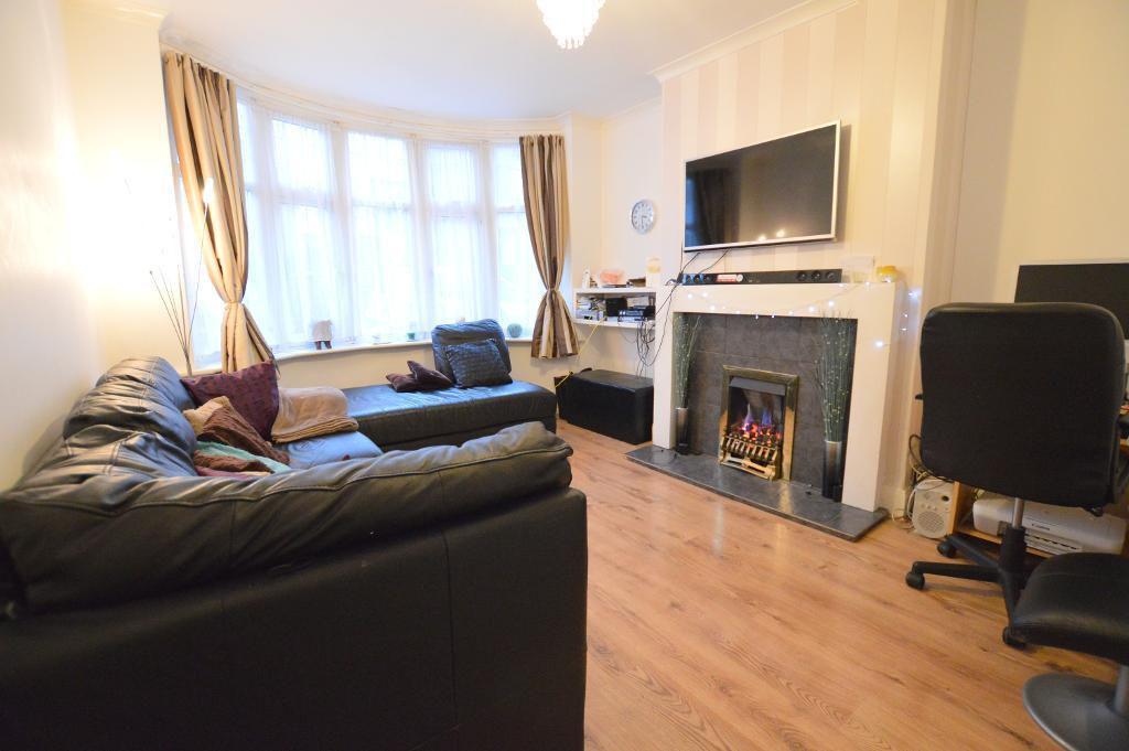 3 Bedrooms Terraced House for sale in Harcourt Street, South Luton, Luton, LU1 3QJ