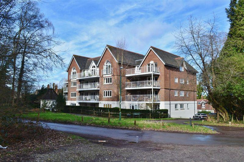 2 Bedrooms Apartment Flat for sale in Highgate Road, Forest Row