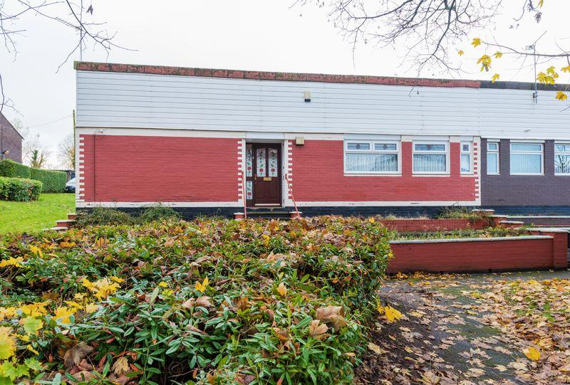 3 Bedrooms Bungalow for sale in Chester Close, Castlefields, Runcorn