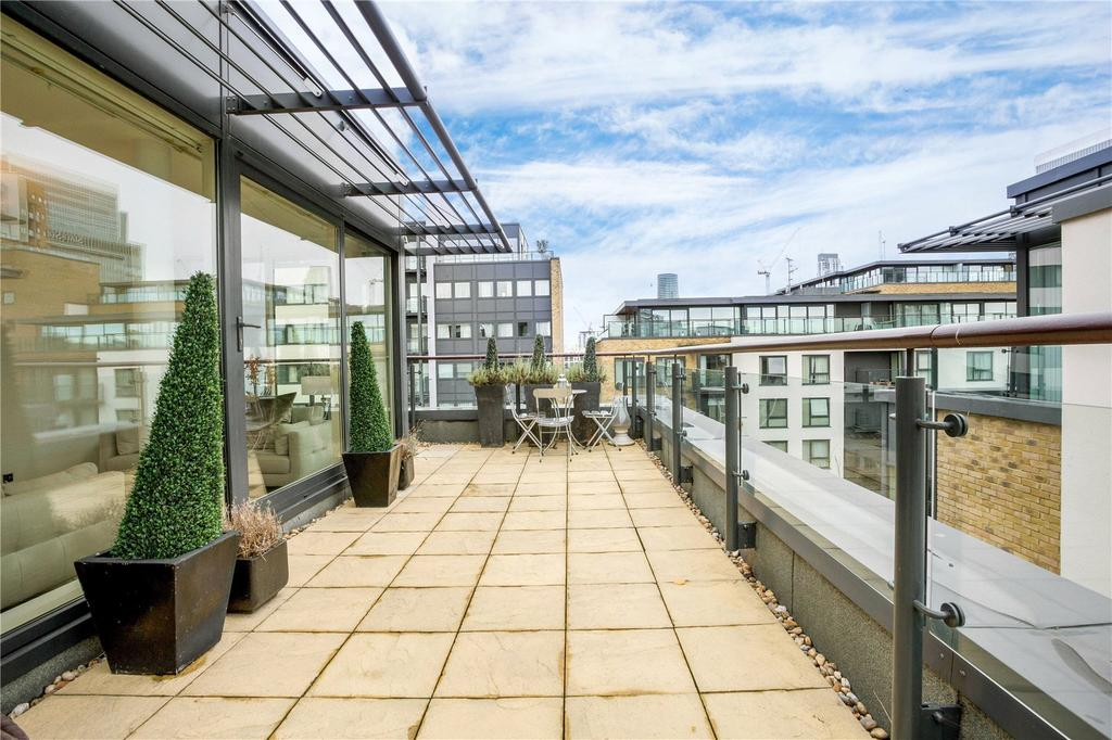 2 Bedrooms Flat for sale in Boardwalk Place, Canary Wharf, London, E14