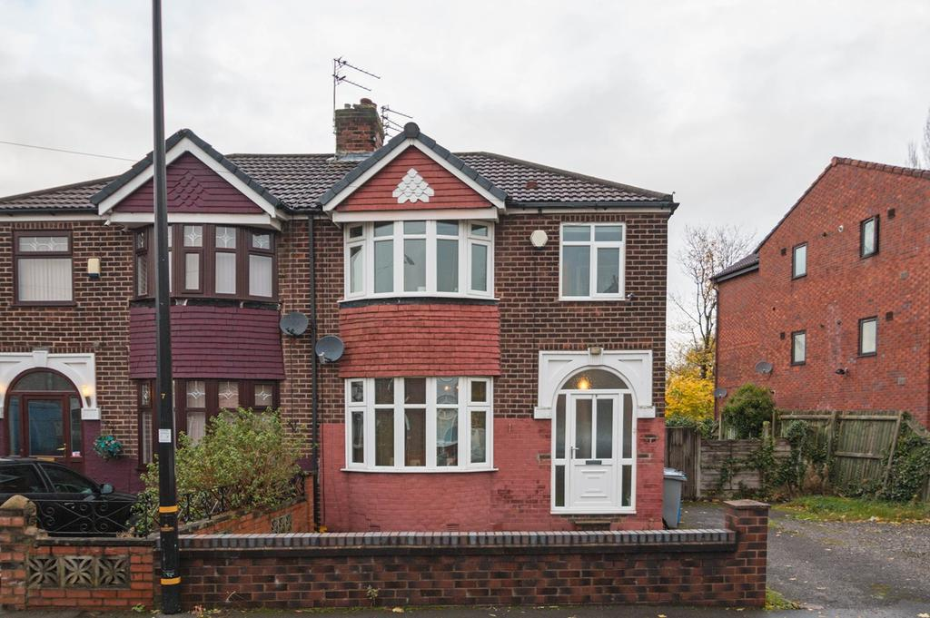 3 Bedrooms Semi Detached House for sale in Winster Avenue, Stretford, Manchester, M32