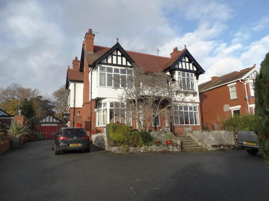 5 Bedrooms Detached House for sale in Southlands 28 Llannerch Road West, Rhos on Sea, LL28 4AS