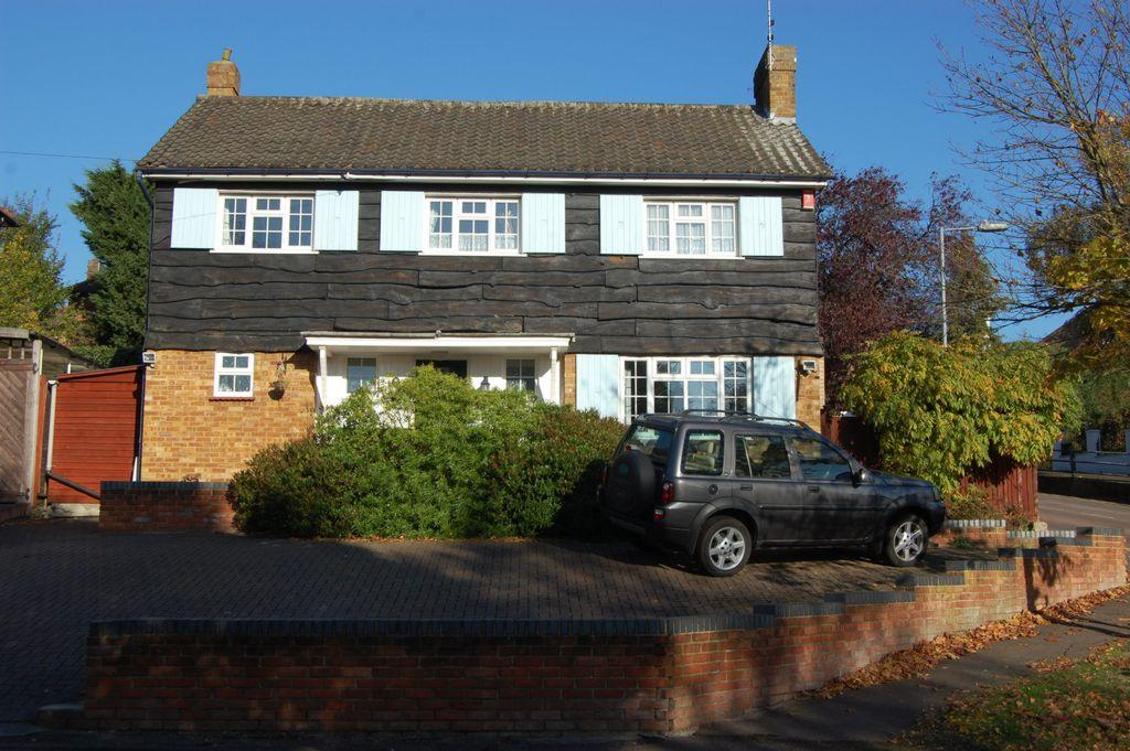 3 Bedrooms Detached House for sale in Amberley Road, Buckhurst Hill, IG9