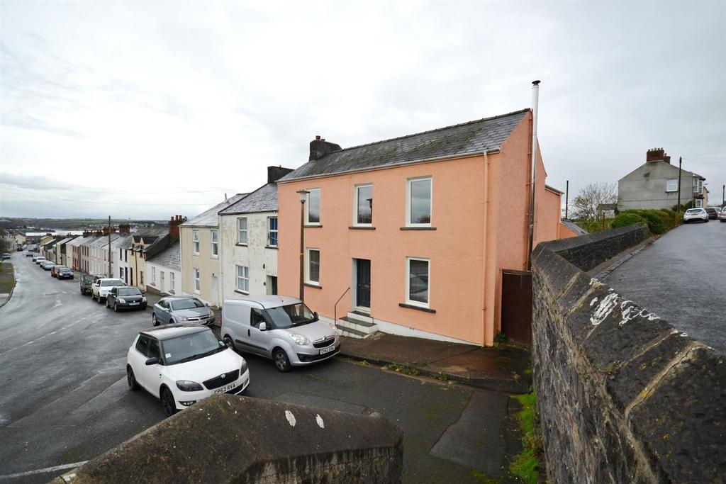 4 Bedrooms End Of Terrace House for sale in Charlton Place, Pembroke Dock