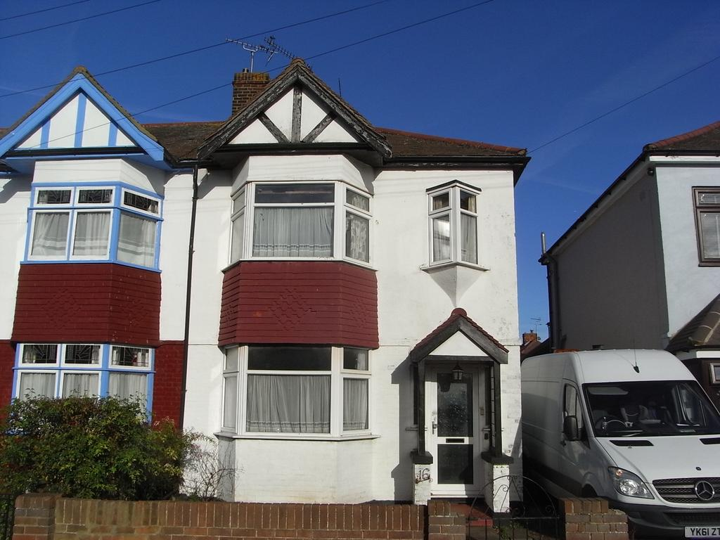 3 Bedrooms End Of Terrace House for sale in Redstock Road, Southend-on-Sea SS2