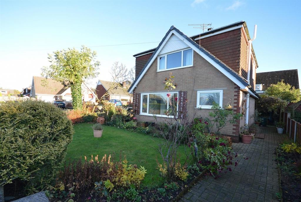 4 Bedrooms Detached House for sale in Dukes Crescent, Sandbach