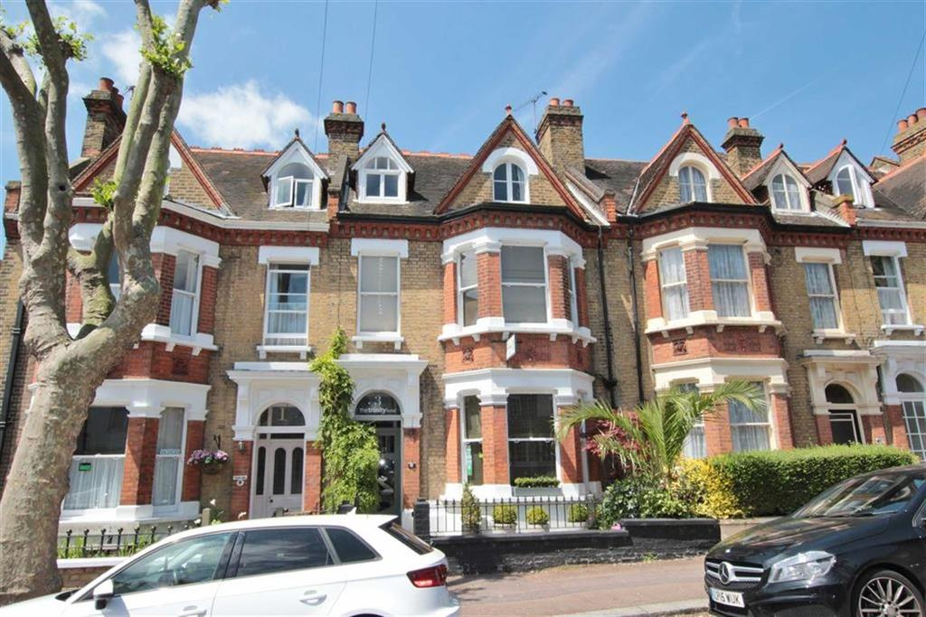 6 Bedrooms Terraced House for sale in Trinity Avenue, Westcliff-On-Sea, Essex