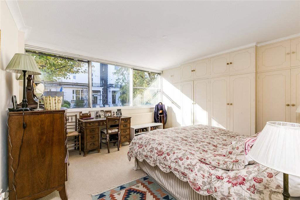 3 Bedrooms Flat for sale in Rodney House, 12-13 Pembridge Crescent, London