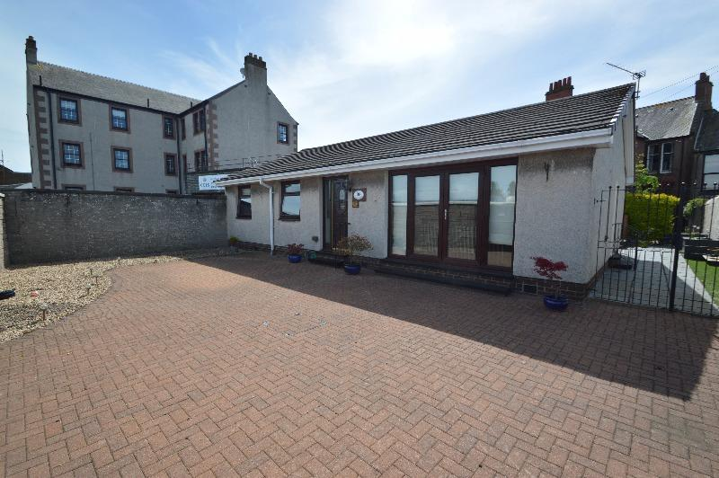 3 Bedrooms Bungalow for sale in East Road, Irvine, North Ayrshire, KA12 0AA