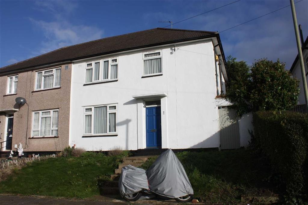 3 Bedrooms Semi Detached House for sale in Kevington Close, Orpington