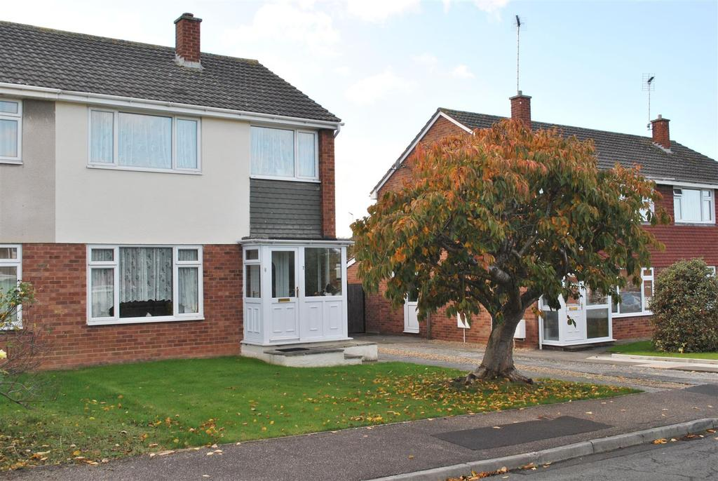 3 Bedrooms Semi Detached House for sale in Avon Close, Taunton