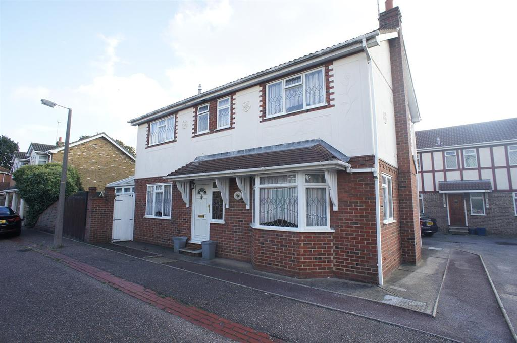 4 Bedrooms Detached House for sale in The Rodings, Eastwood