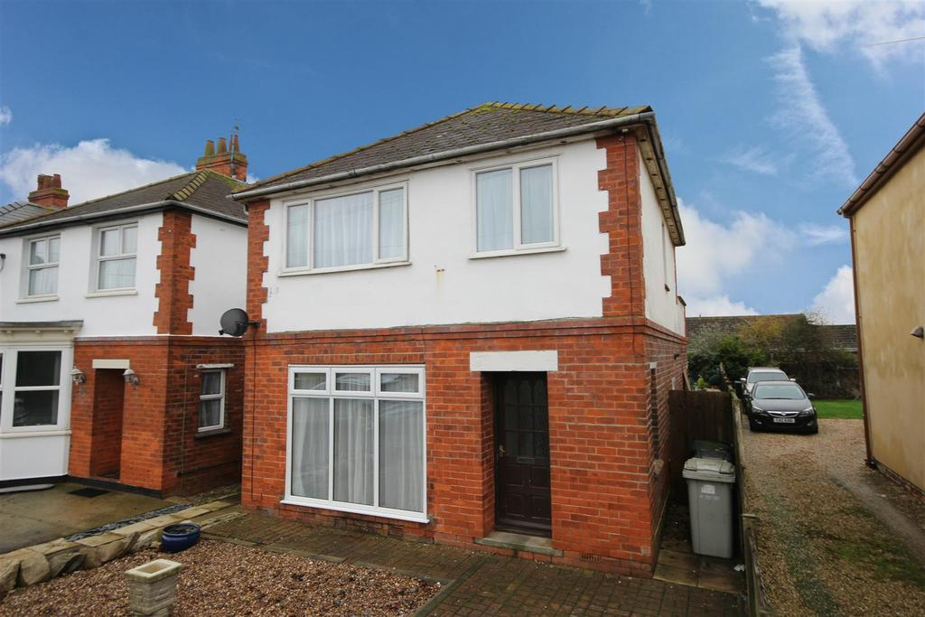3 Bedrooms Detached House for sale in 50 George Street, Mablethorpe