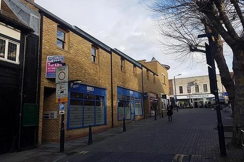 Shop to rent - Earl Street, Maidstone, Kent