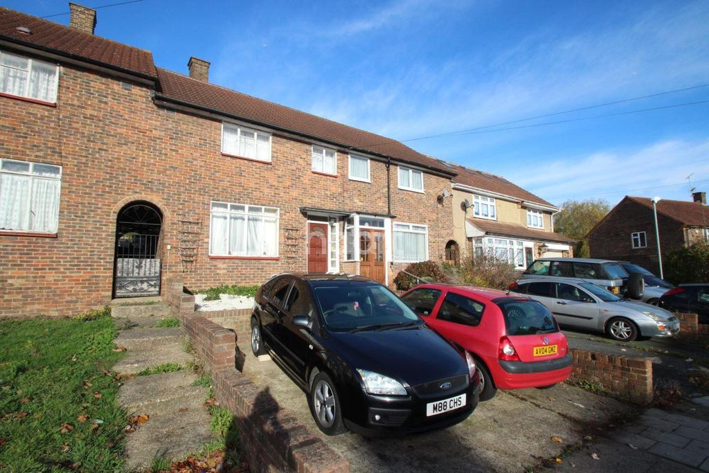 3 Bedrooms Terraced House for sale in Whitchurch Road, Romford, RM3 9AD
