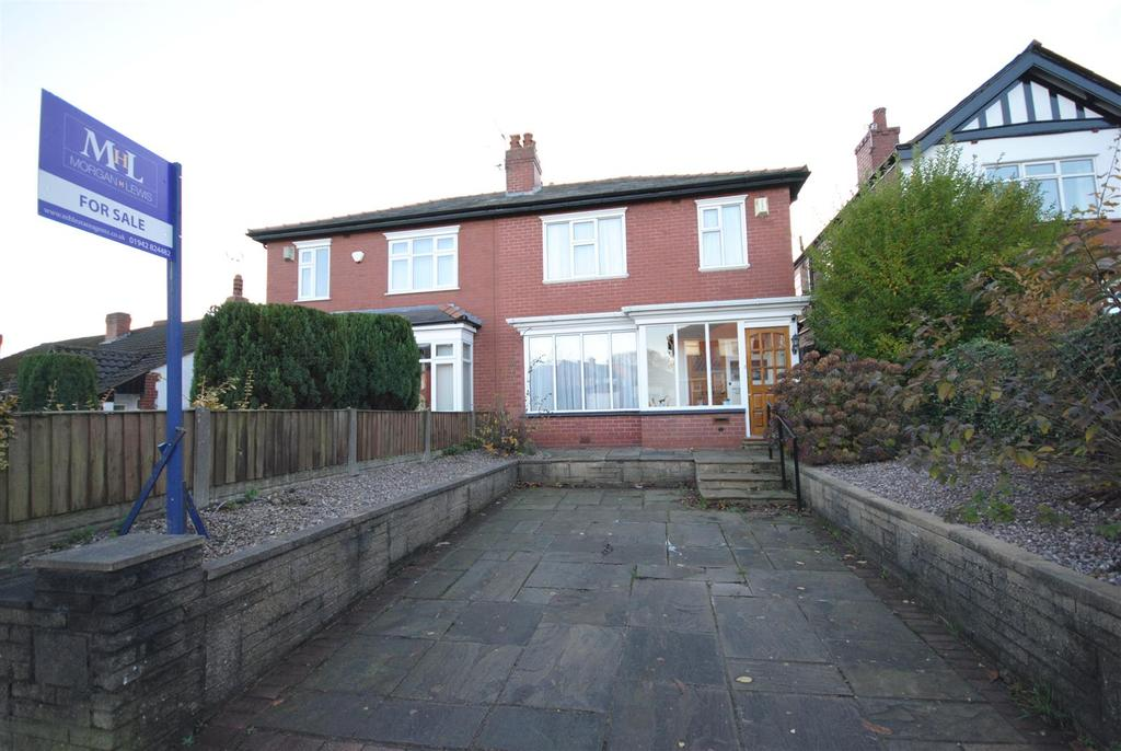 3 Bedrooms Semi Detached House for sale in Whitley Crescent, Wigan