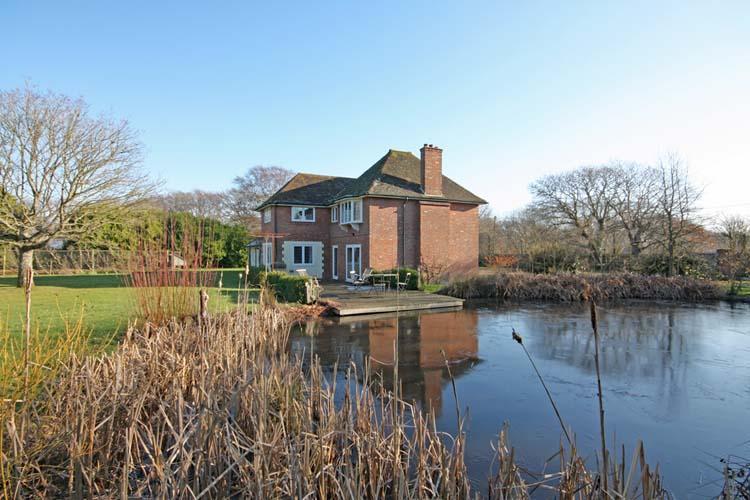 4 Bedrooms Detached House for sale in Sky End Lane, Hordle, Lymington SO41