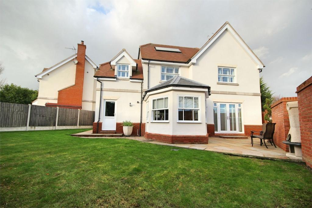 4 Bedrooms Detached House for sale in Well Lane, GALLEYWOOD, CHELMSFORD, Essex