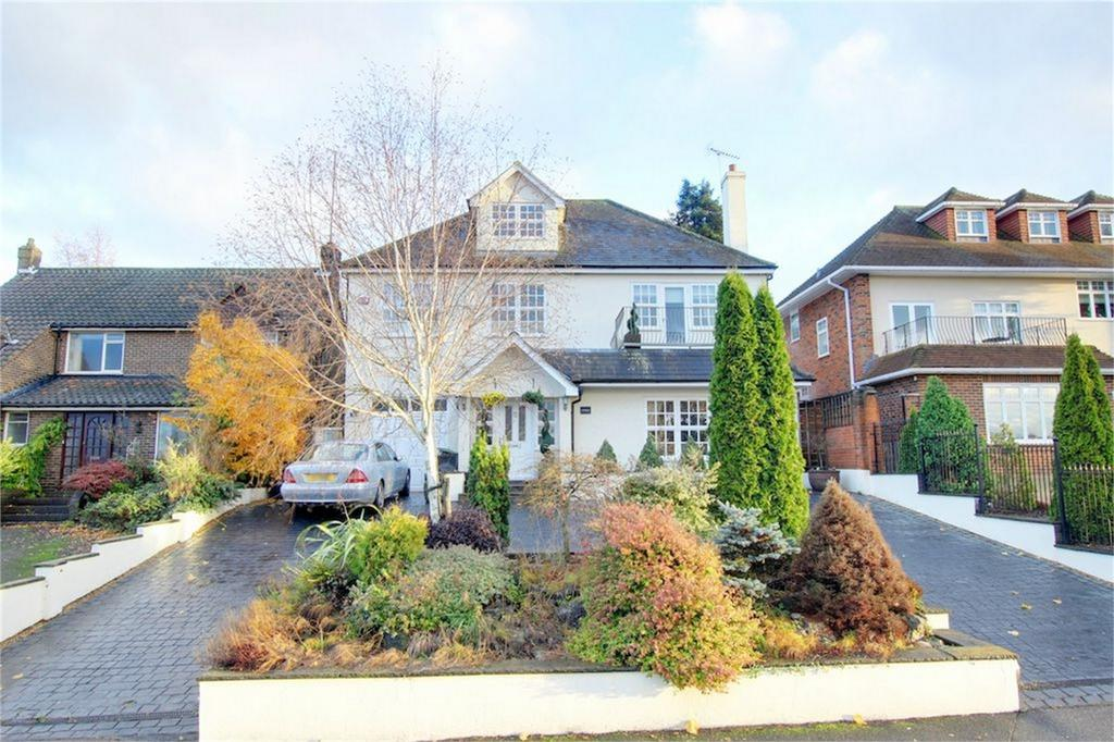5 Bedrooms Detached House for sale in Chestnuts, Nursery Road, Loughton, Essex